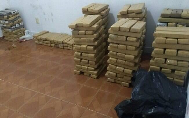 Parte dos 904 kg de maconha apreendidos em Cotia pela equipe de ROTA do Tenente PM Sigari