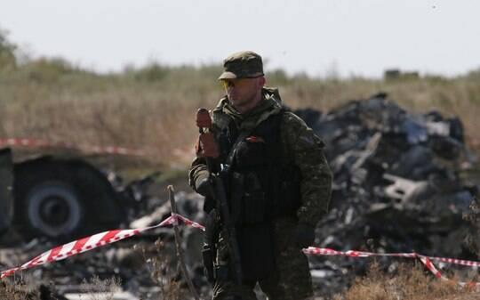 Atiradores expulsam investigadores do local onde caiu avião na Ucrânia - Mundo - iG