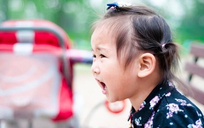 criança gritando