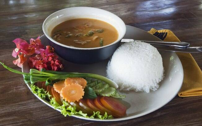 Comida cambojana surpreende ocidentais pela diversidade de sabores e aromas