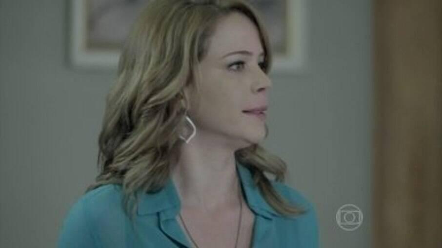 Cristina se irrita com uma discussão na casa do Comendador