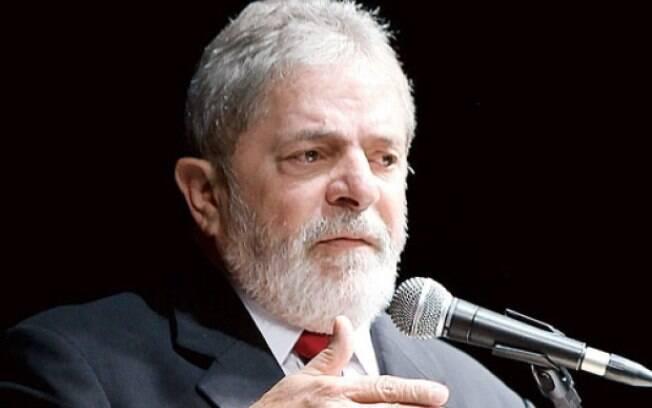 'Tranquilamente a companheira Dilma vai vetar', diz Lula sobre terceirização