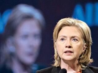 Clinton defende sanções mais duras à Rússia