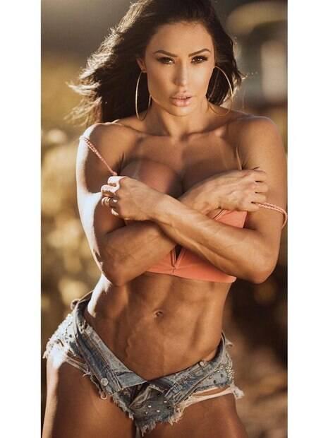 Gracyanne Barbosa posta foto sensual e despede de Las Vegas após participar do concurso de fisiculturismo Mr. Olympia LLC