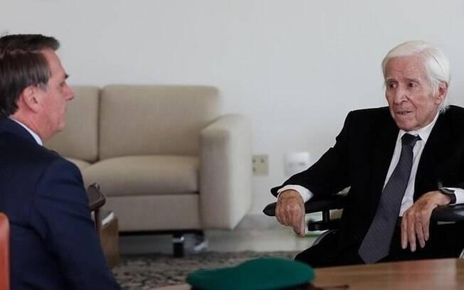Imagem do encontro de Bolsonaro com Major foi publicada nas redes sociais e chegou a ser elogiada por senador