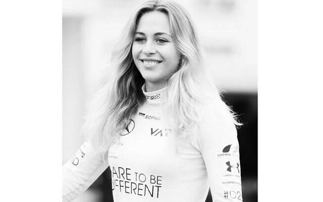 A pilota alemã Sophia Floersch agradeceu o apoio dos fãs após 11 horas de cirurgia