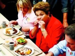 Almoço. Dilma comeu frango, arroz e feijão em restaurante popular na zona Oeste do Rio de Janeiro
