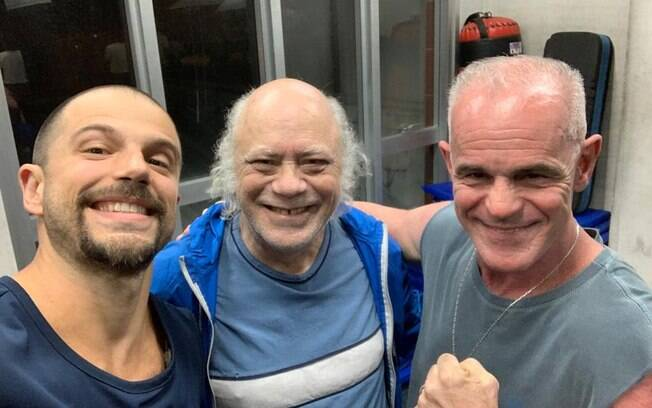 Duda Nagle, Tonico Pereira e Breno Augusto posam nos bastidores de A Dona do Pedaço