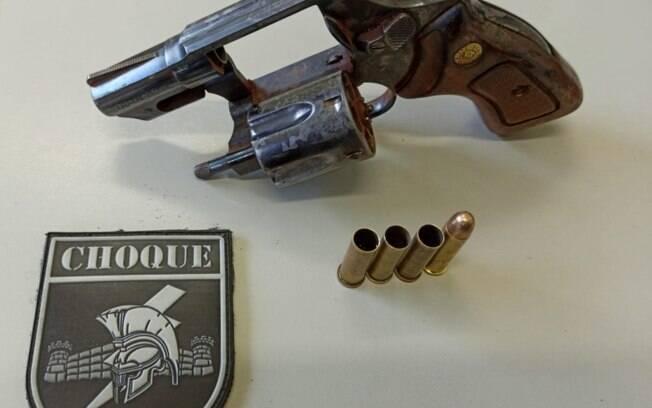 Arma usada pelo homem em feira livre