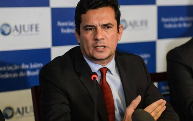 Juiz Sérgio Moro autorizou a divulgação de conversa entre Dilma e Lula