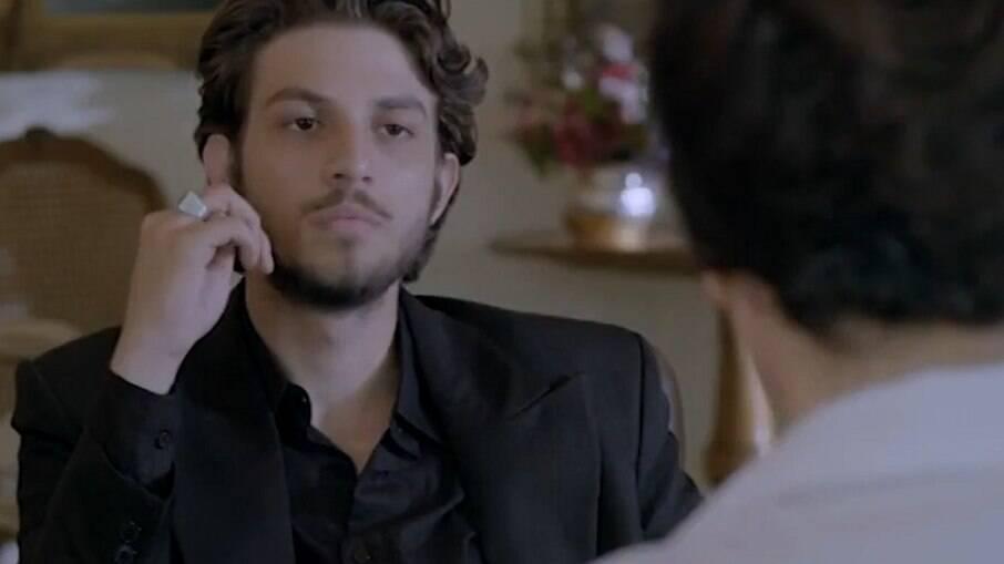 José Alfredo começa a contrabandear diamantes