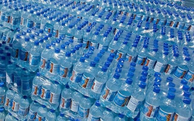 Serão distribuídas cerca de 250 mil garrafas d'água em São Paulo, Rio de Janeiro e Salvador
