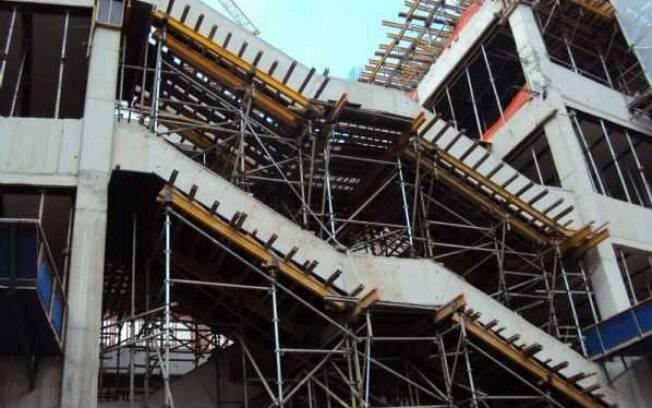 Vista de bloco de escadas da Arena Palestra