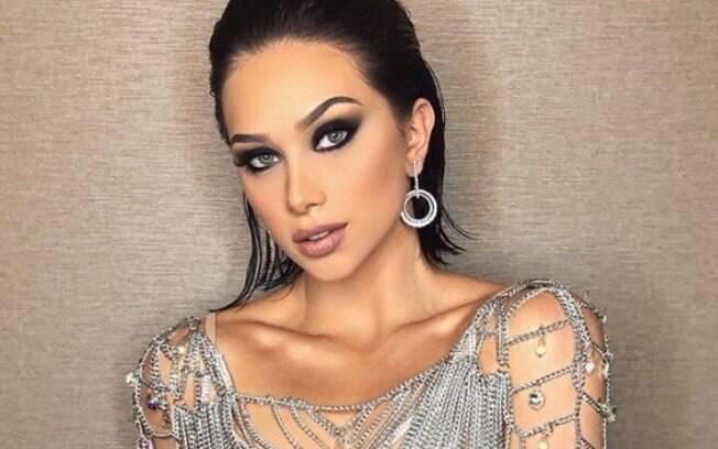 Flávia Pavanelli é uma das maiores influencers brasileira no ramo da beleza