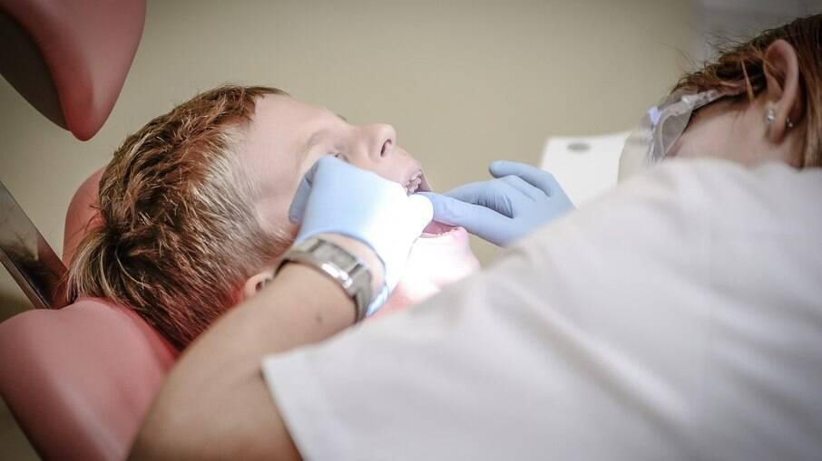 Os sintomas podem são como os de uma anestesia em que não se acaba o efeito