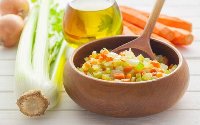 Caldo de legumes entra como base em diversos preparos