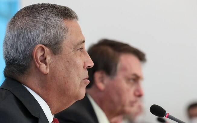 Militares acusam Braga Netto de ser um 'preposto de Bolsonaro'