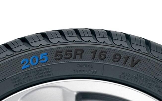 As letrinhas no pneu não estão lá à toa. Cada uma indica uma especificação, como tamanho, perfil, largura e quanto pesa aguenta.