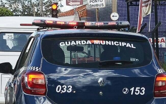 Homem é detido após tentar invadir casa de ex com faca em Campinas