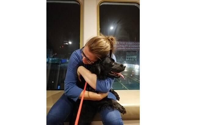 A cadela Fern, que tinha sido roubada há 6 anos atrás, finalmente reencontrou sua família