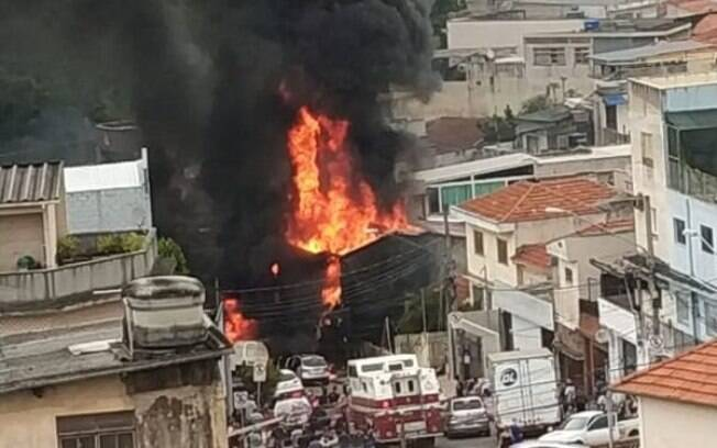 Avião atingiu três casas na zona norte de São Paulo na última sexta-feira (30)
