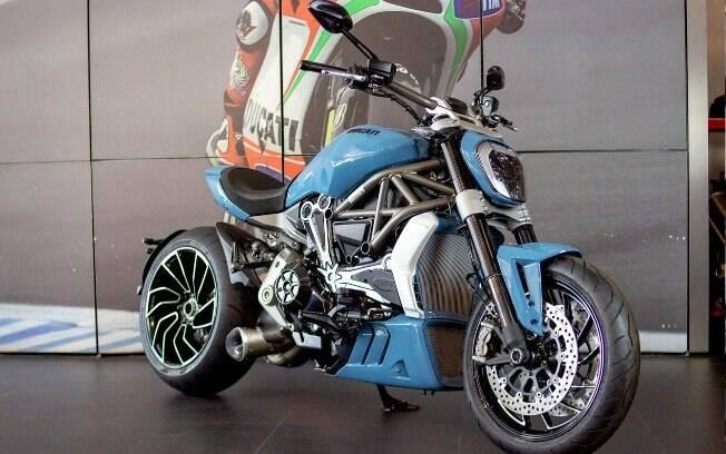 Ducati XDiavel S customizada traz atributos do scooter Cruiser original, a começar pela cor azul