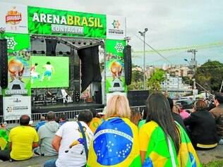 Arena Brasil.  Público contagense vestiu a camisa da seleção e foi ao Espaço Popular acompanhar os jogos do Brasil pela Copa do Mundo