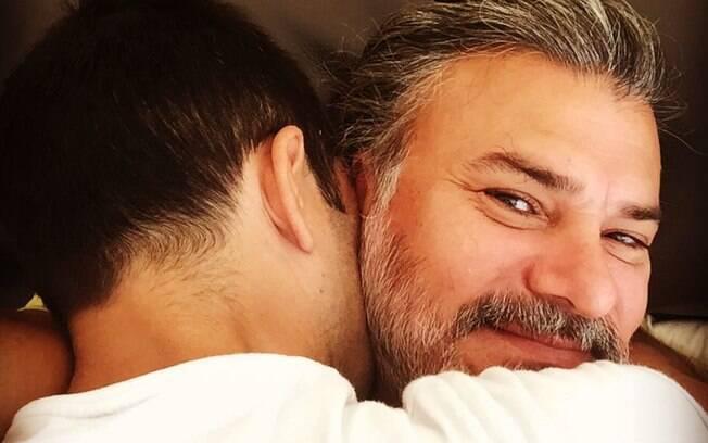 Leonardo Vieira faz post comemorando quase uma década de relacionamento