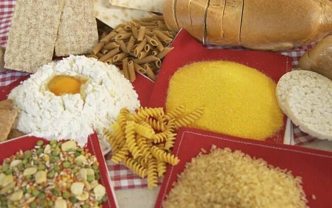 Alimentos a base de trigo, aveia, centeio e cevada, como pães e massas, contêm glúten