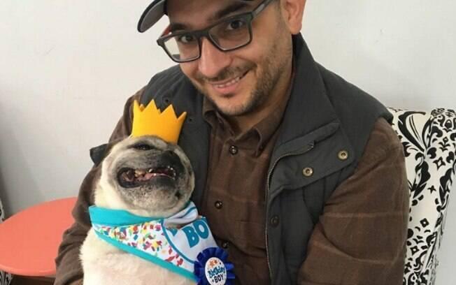 Marc e o cachorro idoso Shorty são melhores amigos