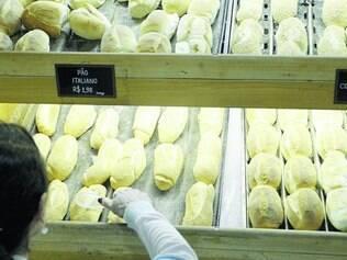 Efeito. Dólar mais alto impacta preços de serviços de bufê e de padarias de Belo Horizonte, tudo por causa do trigo, que é importado