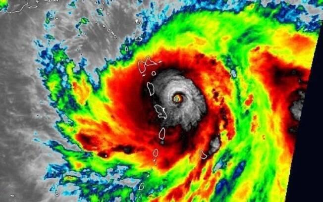Devastadas pelo Irma, ilhas caribenhas se preparam para impacto do furacão Maria