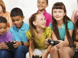 De acordo com os resultados, as pessoas que passavam mais de três horas jogando games tiveram os piores resultados