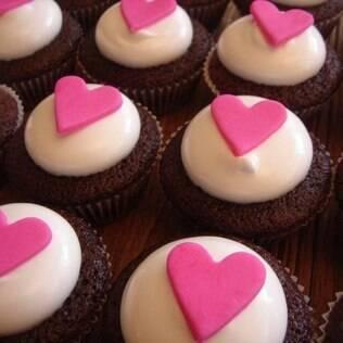 Trocar o bolo tradicional pelos cupcakes é uma opção para noivos modernos