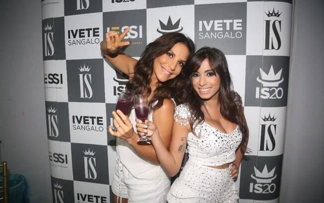 Na hora do brinde, Ivete Sangalo e Anitta foram de suco de uva