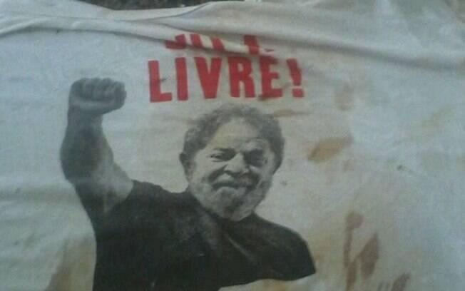 Camiseta que dirigente do PT usava no momento da confusão