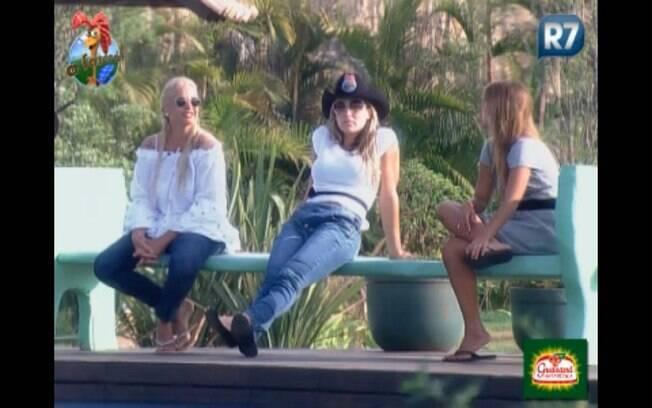Monique Evans, Joana Machado e Raquel Pacheco ficam na área da piscina pela última vez