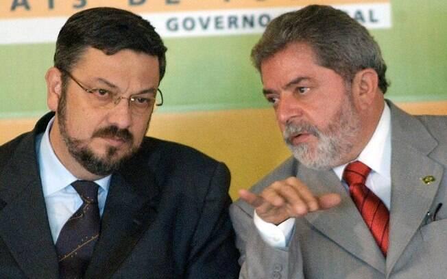 Lula e o então ministro Antonio Palocci, em 2004; defesa de Lula acusa Palocci de mentir