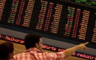 Dólar opera em alta e Bolsa segue abaixo dos 100 mil pontos nesta sexta