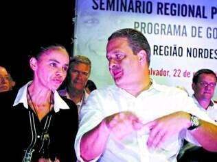 Discussão. Marina Silva e Eduardo Campos participaram de um seminário, ontem, em Salvador
