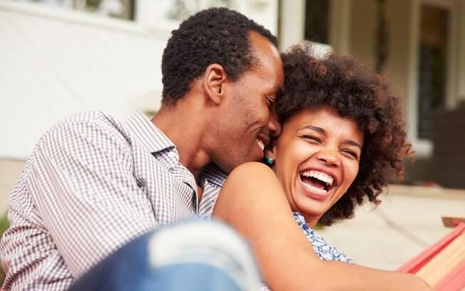 Ao contrário do que muita gente pensa, não é necessário sair de casa para ter encontros românticos
