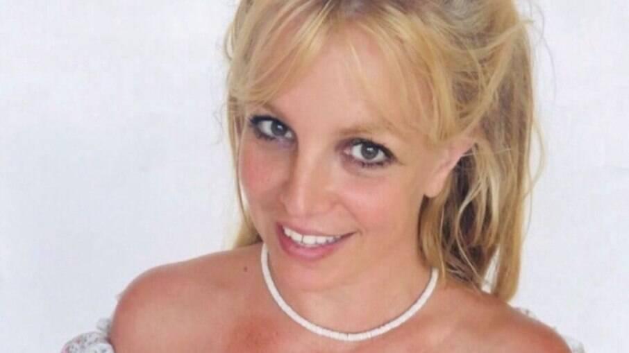 Pai de Britney Spears é suspenso de tutela da cantora