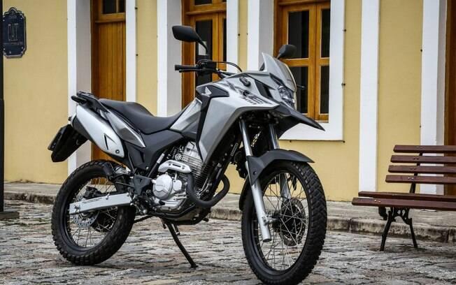 Honda XRE 300 também pode ser encontrada na cor cinza na linha 2019 que acaba de chegar às lojas