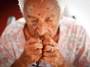 MAGAZINE . BELO HORIZONTE , MG  PBH concede premio para Mestres da Cultura Popular  NA FOTO: Dona Dalila, de 96, que e uma das agraciadas do premio  FOTO: LINCON ZARBIETTI / O TEMPO / 12.12.2014