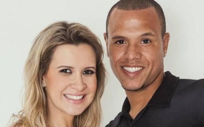 Juliana Paradela usou o Twitter para defender  o marido Luis Fabiano: