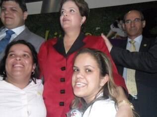 Kênia Rio, presidente da Associação de Nanismo do Rio, com a presidente Dilma Rousseff