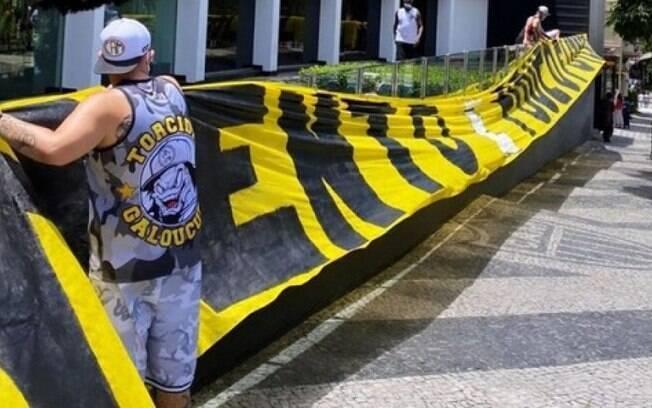 Torcedores do Atlético-MG protestaram nesta segunda-feira (25)