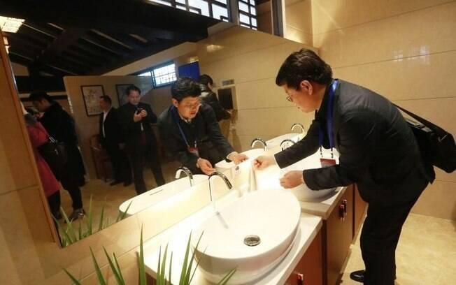 O presidente da China, Xi Jiping, quer que milhares de privadas sejam instaladas pelo país