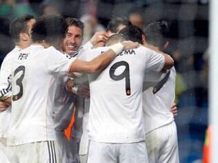 Jogadores do Real Madrid celebram vitória sobre o Borussia, no Santiago Bernabéu