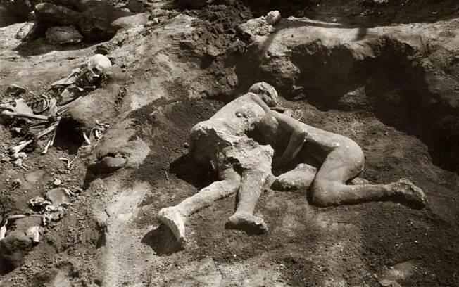 O abraço de duas donzelas em Pompeia, na verdade, é formado por homens que não tinham relações de parentesco